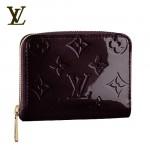 LV M93607酒紅-時尚酒紅色漆皮壓花短款錢包