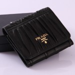 PRADA 1M0176-3 新款三折小羊皮短夾