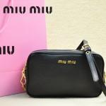 MiuMiu 0069-01 時尚休閒黑色原版皮女性包包斜挎包