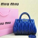 MIUMIU 81168 春夏新款寶藍色小辣椒同款進口羊皮褶皺手提單肩女包