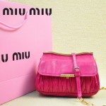 MIUMIU 1898-3 新款時尚人氣玫紅色褶皺牛皮女士迷你小包鏈條包