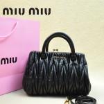 MIUMIU 81168-2 春夏新款黑色小辣椒同款進口羊皮褶皺手提單肩女包