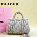 MIUMIU 81168-4 春夏新款淺紫色小辣椒同款進口羊皮褶皺手提單肩女包