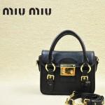 MIUMIU 1014 新款黑色原版皮山羊皮迷你鎖扣翻蓋手提單肩小包