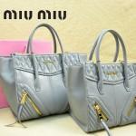 MIUMIU 1031 新款原版淺灰色大小號羊皮蝙蝠包手提單肩女包