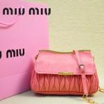 MIUMIU 1898 新款時尚人氣西瓜紅褶皺牛皮女士迷你小包鏈條包