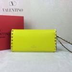 VALENTINO 020-4 人氣熱銷女士熒光黃色全皮窄款鉚釘手拿包
