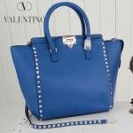 VALENTINO 1912-10 新款女士熒光藍色原版皮大號豎款鉚釘包