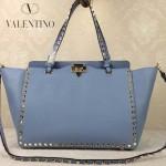 VALENTINO 05 時尚新款女士愛情海藍色大號橫款鉚釘包購物袋
