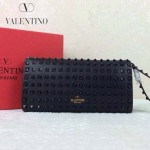 VALENTINO 019 前衛流行之選黑色全皮滿天星鉚釘窄款手拿包