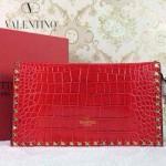 VALENTINO 02 奢華時尚新款女士紅色鱷魚紋鉚釘手拿包晚宴包