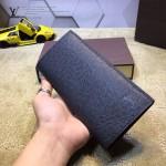 LV M66540-3 潮男必備魅力新款黑色十字紋長款兩折西裝夾錢包
