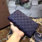 LV M60002-5 潮男必備新款藍色壓格紋拉鏈長款錢包手拿包