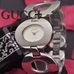 GUCCI-066 時尚優雅前衛女士閃亮銀白底316L精鋼鏈條款進口石英腕錶