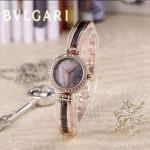 Bvlgari-49 人氣百搭新款土豪金黑底鑲鑽藍寶石鏡面鋼間陶瓷女士石英腕錶