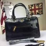 PRADA-002 時尚經典款女士黑色油蠟皮單肩斜挎包購物包