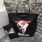 GIVENCHY-0012-3 潮流官方版經典款人像圖案十字紋豎款購物袋