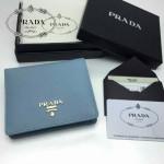 PRADA 1M0204-1 人氣熱銷經典新款淺藍色原版皮兩折男女式通用錢夾
