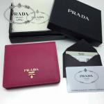 PRADA 1M0204-3 人氣熱銷經典新款玫紅色原版皮兩折女式通用錢夾