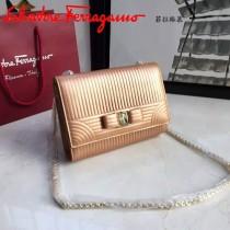 Ferragamo 21F495 專櫃同步最新款香檳金原版水波紋中號單肩斜挎包