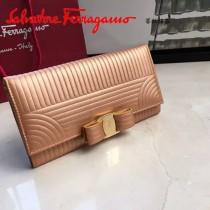 Ferragamo 22C403 專櫃最新款女士香檳金原版水波紋搭扣長款錢包