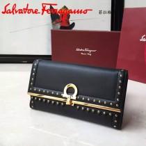 Ferragamo 22C351 專櫃最新款女士黑色原版皮搭配民族風裝飾中長款兩折錢包