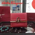 Ferragamo 22C373-4 專櫃最新款民族風紅色原版皮短款兩折錢包