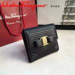 Ferragamo 22C406-2 潮流新款女士黑色原版水波紋搭扣短款錢包