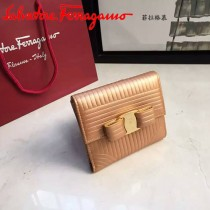 Ferragamo 22C406 潮流新款女士香檳金原版水波紋搭扣短款錢包