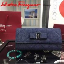 Ferragamo 22B703 專櫃最新寵原版麂皮製成單寧效果搭扣長款錢包