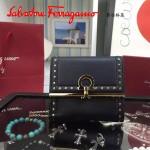 Ferragamo 22C373-3 專櫃最新款民族風黑色原版皮短款兩折錢包
