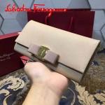 Ferragamo 22B559-2 時尚新款女士杏色原版皮搭扣法式長款錢包