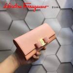 Ferragamo 22B559-3 時尚新款女士裸粉色原版皮搭扣法式長款錢包