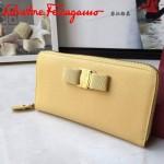 Ferragamo 22B874-5 專櫃最新款淑女風淡黃色原版皮長款拉鏈錢包