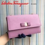 Ferragamo 21E480-4 人氣熱銷淑女風粉色原版皮鏈條單肩斜挎包翻蓋包