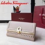 Ferragamo 22C351-4 專櫃最新款女士灰色原版皮搭配民族風裝飾中長款兩折錢包