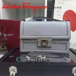Ferragamo 21F374-2 秋冬季專櫃同步波西米亞風格灰色原版皮中號手提單肩包