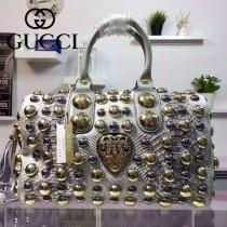 GUCCI 207299 歐美機車朋克風滿天星鉚釘設計銀白色蟒蛇皮手提枕頭包