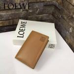 LOEWE 07-3 人氣熱銷新款土黃色原版牛皮對折卡片夾