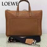 LOEWE 013 時尚商務男士土黃色原版皮壓花手提單肩包公文包