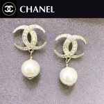 CHANEL飾品-032 潮流女神必備經典款雙C月牙鑲鑽珍珠耳釘