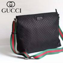 Gucci 311027-01 人氣熱銷潮流時尚款黑色布壓花休閑挎包