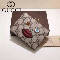 GUCCI 431398 輕便實用刺繡嘴巴棗紅色配PVC兩折零錢包卡包