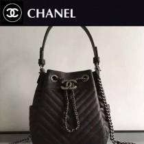 CHANEL 0489-02 歐美時尚新款原版胎牛鹿文皮黑色水桶包