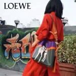 LOEWE 021 專櫃時尚新款T-bucket  bag系列之迷失小狗原版小牛皮手提單肩包
