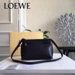 LOEWE 026-05 專櫃時尚新款進口原版小牛皮斜跨小包
