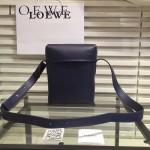 LOEWE 0258-02 專櫃時尚新款MlLlTARY Pocket系列進口原版柔軟小牛皮男士斜背包