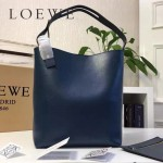 LOEWE 0239 潮流時尚新款Asymmetric bag系列進口原版細紋牛皮中號水桶包