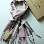 Lvaaa.tw-07-2 巴寶莉經典款粉色格子交織金線純羊絨長款圍巾