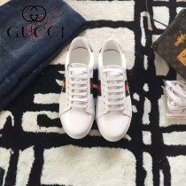 GUCCI鞋子-015-10 古馳早春新款上市蜜蜂刺繡紅綠尾情侶休閒鞋